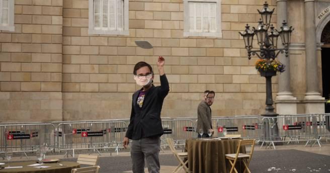 Рестораторы небольших каталонских городков бьют посуду в знак протеста