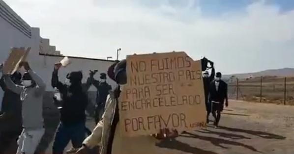 Мигранты требуют дать им возможность покинуть Канарские острова