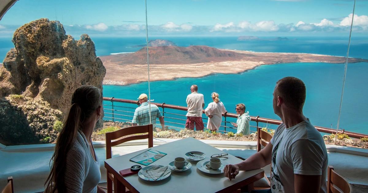 Ограничения на Канарских островах во время Пасхи