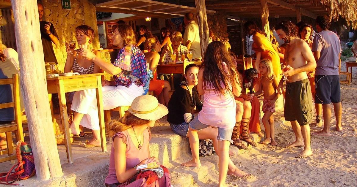 На Балеарах открываются внутренние помещения баров и ресторанов