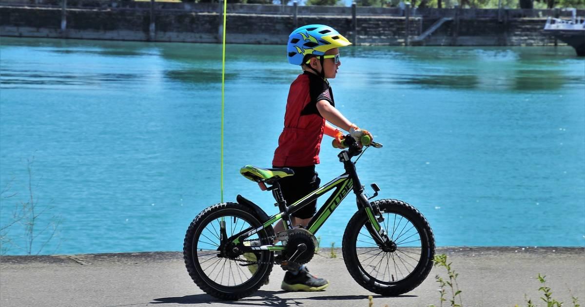 Этим летом в Мадриде доставщики и несовершеннолетние на велосипеде или скутере до 18 лет обязаны носить шлем