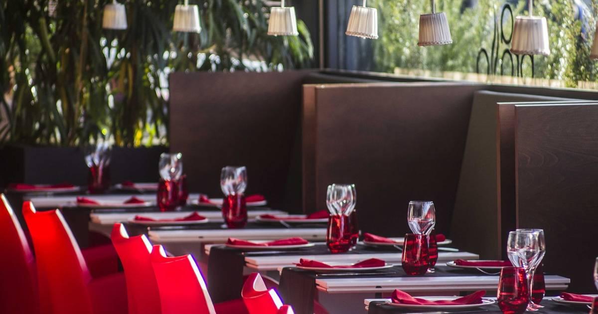 С сегодняшнего дня бары и рестораны Каталонии будут открыты до часу ночи