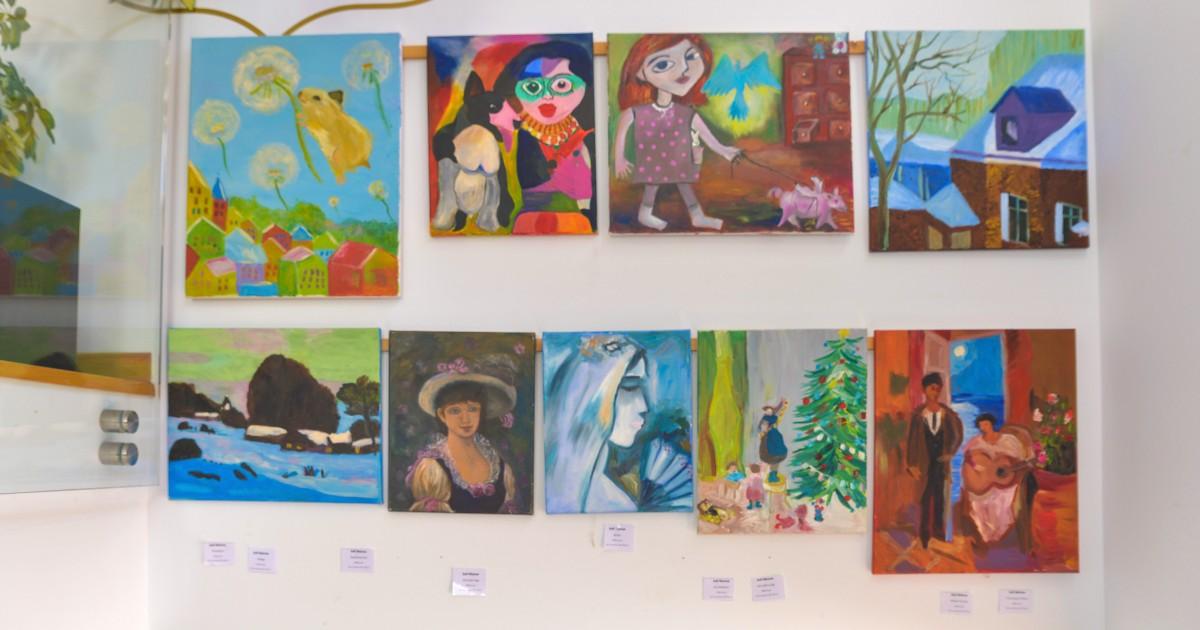 Выставка картин юных художников в Марбелье