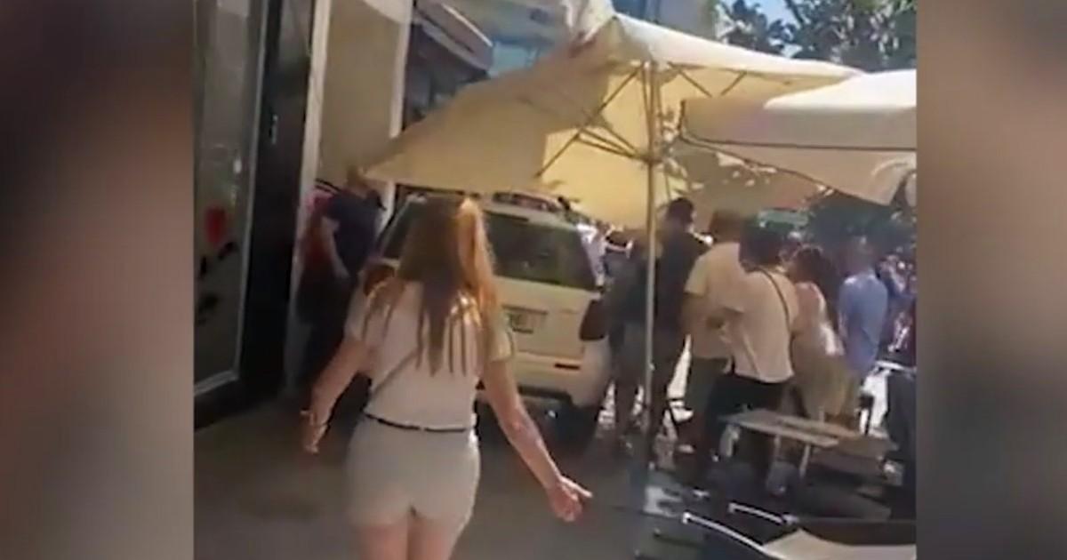 Девять пострадавших из-за выезда машины на террасу бара в Марбелье