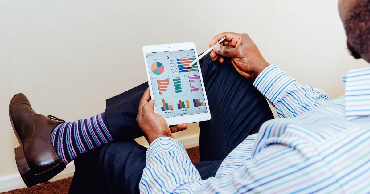 Растет бизнес-активность в секторе здравоохранения и продажах через Интернет