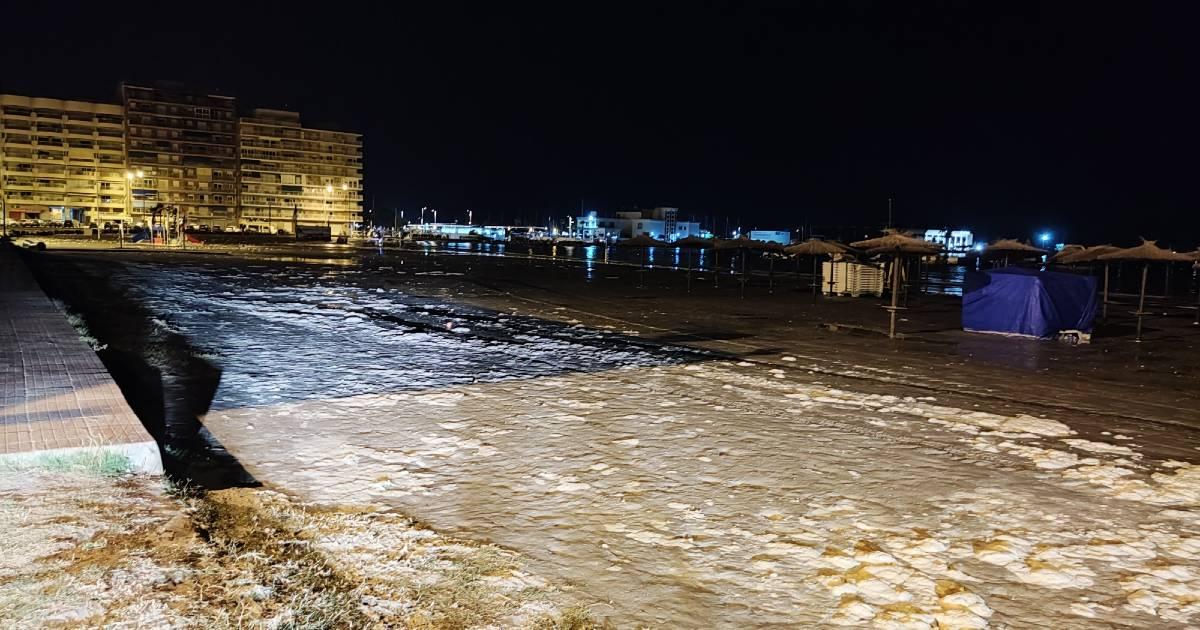 Метеорологическое цунами затопило набережную Санта-Полы (Аликанте)