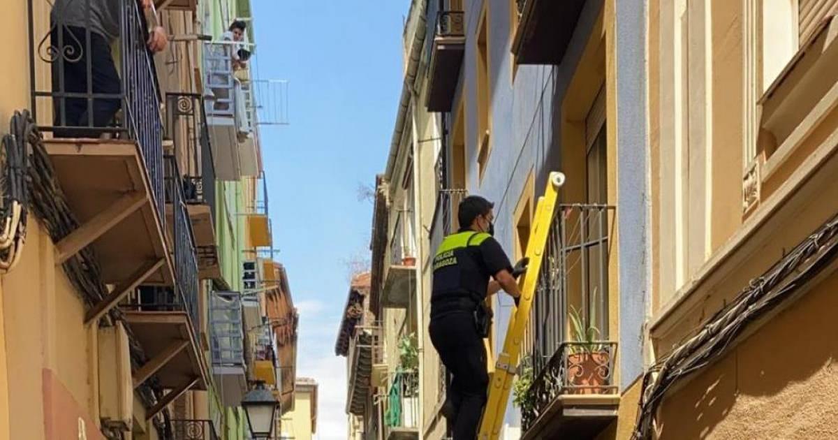 В Сарагосе окупас вызвала полицию, чтобы попасть в незаконно занятое помещение
