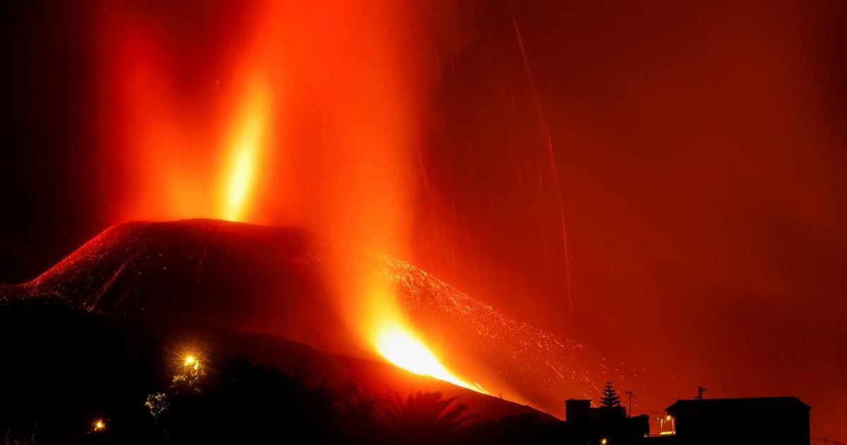Онлайн трансляция извержения вулкана на Канарах