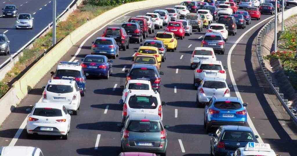 Отмена платных дорог привели к многокилометровым пробкам на подъезде к Барселоне