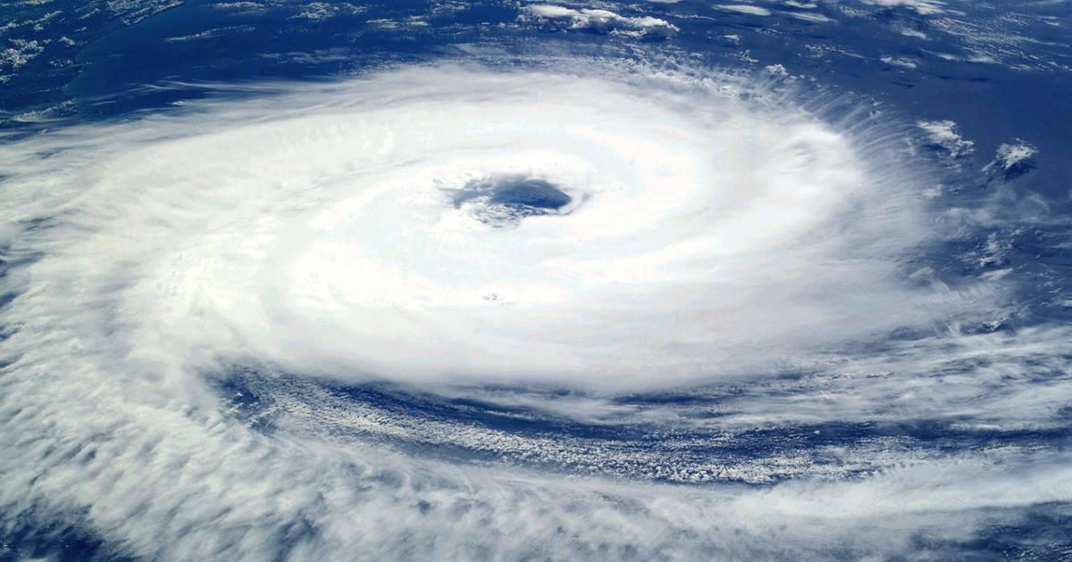 Ураган Larry вызывает тревогу в Испании