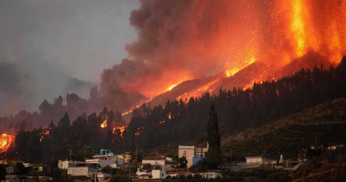 Извержение вулкана сопровождается подземными толчками амплитудой 3,8